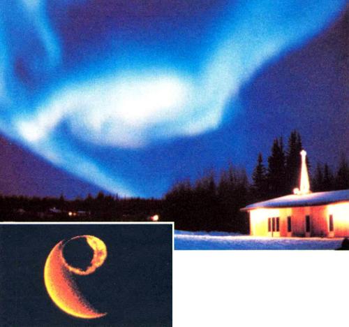 Движущийся к западу изгиб на активной фазе сияния, который наблюдался на вечернем небосводе над Фэрбенксом (шт. Аляска). Беловатое свечение обусловлено атомами кислорода. Розовая кайма внизу сияния вызывается излучением возбужденных молекул азота. Внизу слева показана планетарная картина овала полярных сияний над Северным полюсом в условных цветах. Изображение получено со спутника «Dуnаmiсs Explorer» с расстояния, равного трем земным радиусам. Спутник регистрировал излучение атомов кислорода с длиной волны 1З0 нм. Яркий серп слева — это освещенная сторона Земли. Снимок предоставлен Л. Франком из Университета шт. Айова
