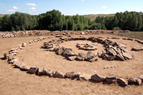 Могильник в долине реки Ээрбек (республика Тыва), курган монгун-тайгинской культуры